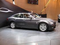 Seria M, primul hibrid al Infiniti, marca de lux a Nissan