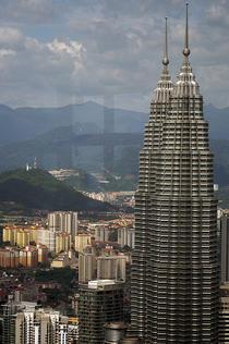 Petronas Towers vazute din Turnul KL
