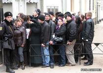 Cozi la Consulatul romanesc de la Chisinau