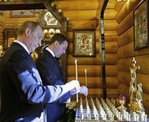 Putin si Medvedev au aprins lumanari in memoria victimelor