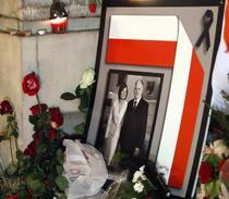 Fotografia sotilor Kaczynski, la palatul prezidential din Varsovia