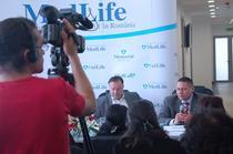 Leo Gherghina, reprezentant al fondului de investii SGAM Eastern Europe (Societe Generale), Mihail Marcu, presedintele CA al MedLife, la inaugurarea clinii MedLife Baneasa, 15 aprilie