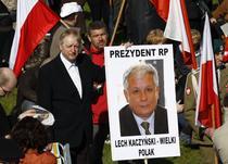 Polonezii isi plang presedintele