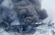 Spectacol natural - eruptia vulcanului Eyjafjallajokull