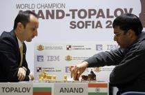 Anand castiga partida si egaleaza scorul