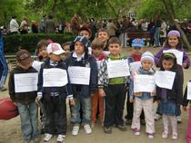 Copiii protesteaza impotriva desfiintarii Parcului Emil Girleanu
