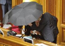 Petarde fumigene, oua si incaierari in Rada Suprema