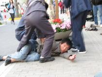 Un chinez a atacat autocarul jurnalistilor romani
