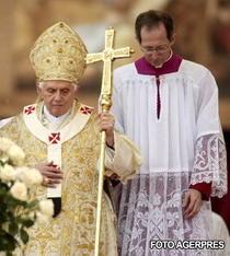 Papa Benedict, atacat de presa