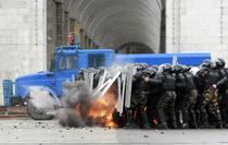 Revoltele din Kirghistan: Politia a deschis focul impotriva protestatarilor