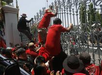 Protestatarii thailandezi au luat cu asalt Parlamentul