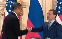 Presedintii Obama si Medvedev la Praga