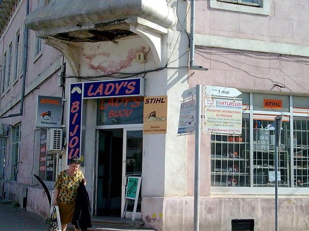 Lady's bijou