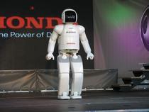 Robotelul are 50 de kg si doar 1,30 metri inaltime