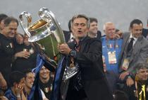 Mourinho, impreuna cu trofeul Champions League