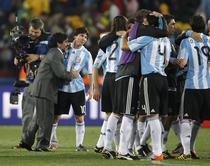 Maradona, multumit de prestatia elevilor sai