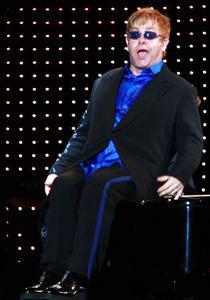 Elton John in Piata Constitutiei