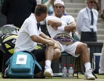 Nadal primeste ingrijiri medicale la Wimbledon