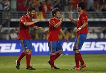 David Silva (mijloc) a semnat cu Manchester City