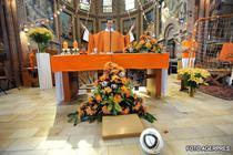 Un preot olandez se roaga la Dumnezeul fotbalului