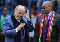 Zuma (dreapta), alaturi de Sepp Blatter