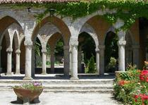 In curtea castelului de la Balcic