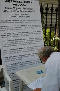 Strangere de semnaturi impotriva guvernului Boc