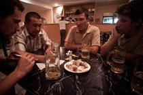 La o bere cu kazahii