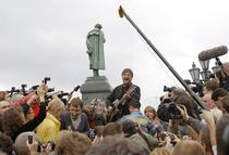Iuri Sevciuk incanta fanii la concertul de protest din Moscova, fara microfon