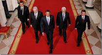 Poza originala, realizata de Associated Press si preluata de media internationala