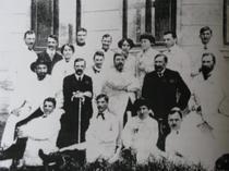 Profesorul Cantacuzino,in centru,alaturi de colegi
