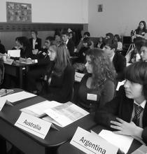 Elevi participanti la conferinta din 2009