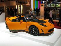 Tesla Roadster 100% electric are 340 km autonomie si ajunge in 3,7 secunde de la 0, la 100 km/h