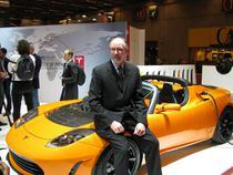 George Blankenship langa o Tesla Roadster