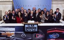 Seful GM, Dan Akerson a dat semnalul de deschidere a sedintei de joi la bursa din New York