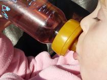 Prevenirea cariei de biberon e mult mai simpla decat tratamentul