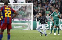 "Un fan infierbantat din Atena""saluta"" Barcelona"