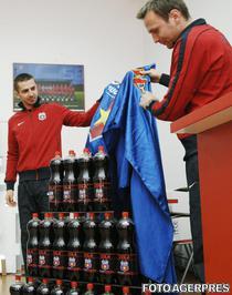 Ros-albastrii lanseaza Cola Steaua