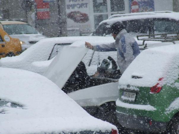 Copii bucurându-se de zăpadă! (2)