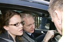Assange ajunge la Belmarsh Court