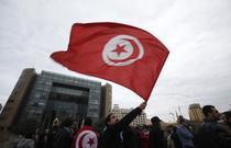 Tunisieni sarbatorind in strada