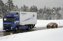 """Volvo a facut teste cu """"plutianele"""" de masini care se conduc singure"""