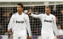 Cristiano Ronaldo (stanga), unul dintre cei mai bine platiti jucatori ai planetei