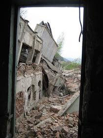 Dacă ştii că dezastrul se apropie şi guvernul nu te poate ajuta, ce faci?