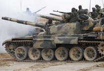 Militari pro-Gaddafi luptind linga Ajdabiyah