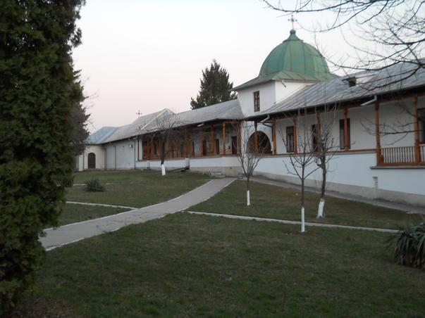 Cu bicicleta la Manastirea Cernica (2)