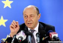Traian Basescu tinand discursuri