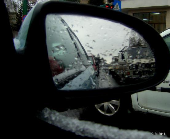 Prin oglinda retrovizoare