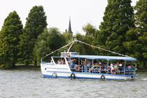 Plimbare cu vaporasul pe Lacul Herastrau