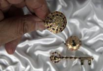 Bijuteriile realizate de Ovidiu Paraianu pentru familia regala britanica